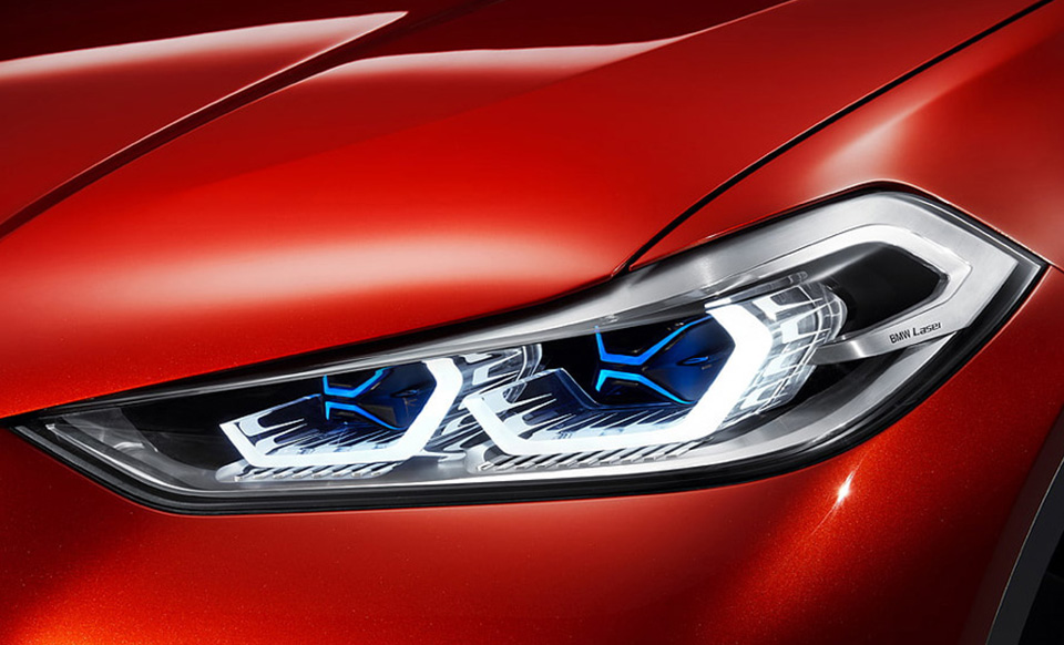 car-detailing-close-up-red-headlight2